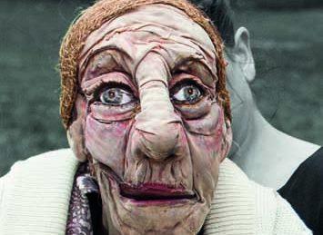 Si vous croisez Janines, arrêtez vous pour admirer cette marionnette et le fantastique travail de sa manipulatrice.